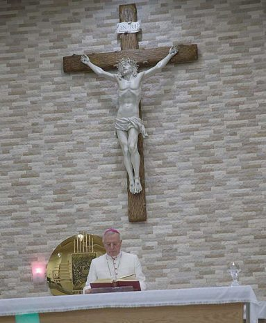 In his St. Joseph's Cathedral in Abu Dhabi. Phot: ©EFC Bembel Beduinen